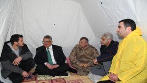 Vali Pekmez, Sincikli Depremzedeleri Yalnız Bırakmadı