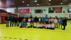Voleybol Ve Badminton İl Birinciliği Kızlarda