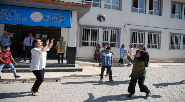 Yeşim Pekmez, Sincik'te Köy Okullarını Ziyaret Etti