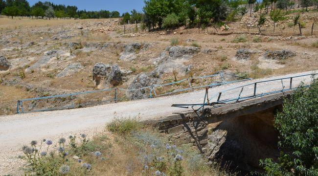 Yıkılmaya yüz tutmuş köprünün yapımını Erdemoğlu üstlendi